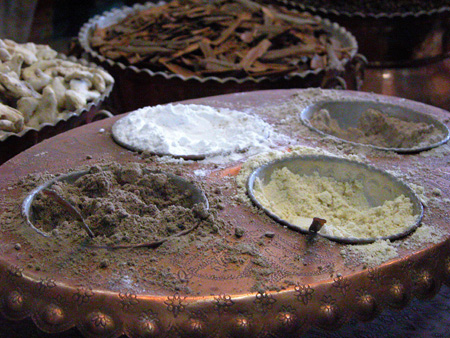 Spice sampling, Vakil Bazaar Kerman, Iran