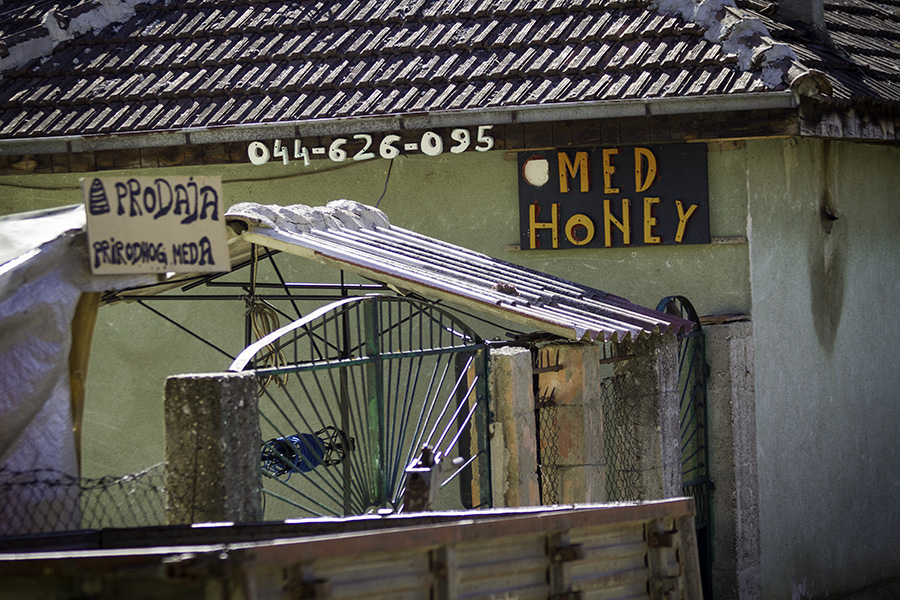 003 Honey for sale in Hoçë e Madhe/Velika Hoča, Kosovo
