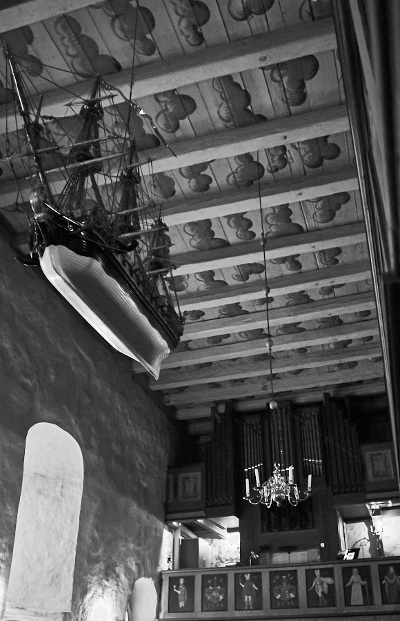 080 Ship reproduction and ceiling, Fjære Church -- Grimstad, Sørlandet, 2015